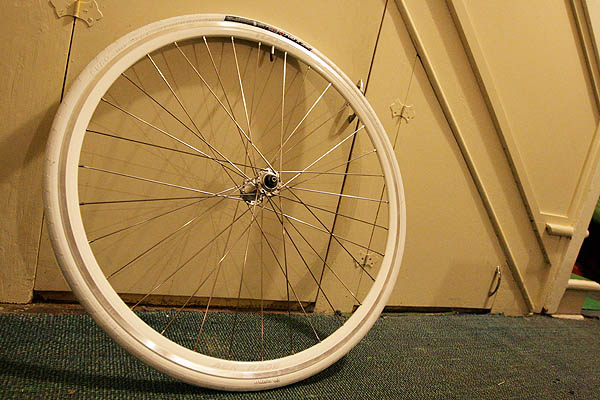Complete front wheel with Origin8 Elimin8er white 700 x 23c tire