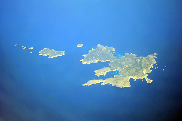 Islands in the Mediterranean Sea between Europe and Africa