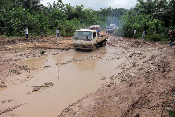 Rough spot of road en route to Para, Côte d'Ivoire
