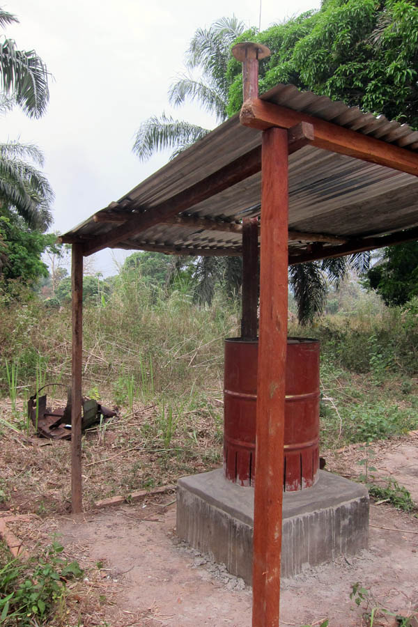 Drum burner with roof to protect against the rain
