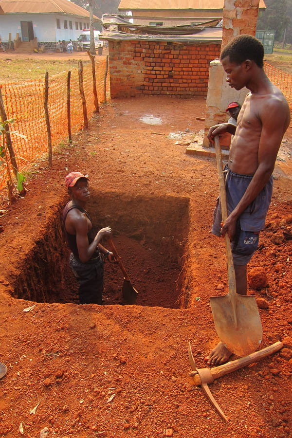Digging a hole for the Faradje General Hospital waste management zone