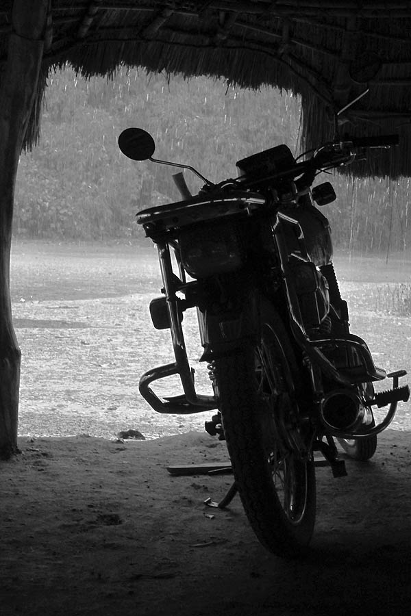 Waiting out the rain on the Kpekpere - Bawaku road