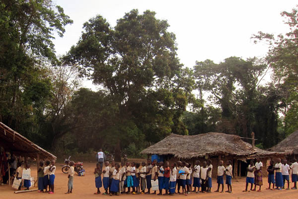 Children waiting to be vaccinated in Li-Lungbu, DR Congo