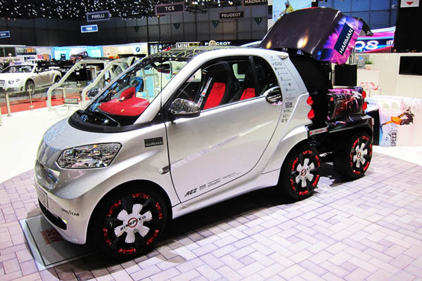 Rinspeed Dock+Go electric vehicle range extender, front side view