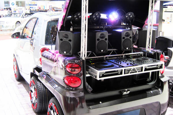 Rinspeed Dock+Go electric vehicle range extender, rear view