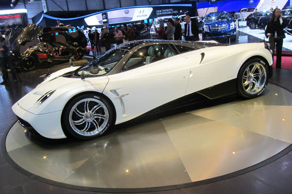 Pagani Huayra, side view
