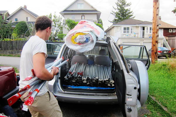 Loading the entire dome into Conrad's car