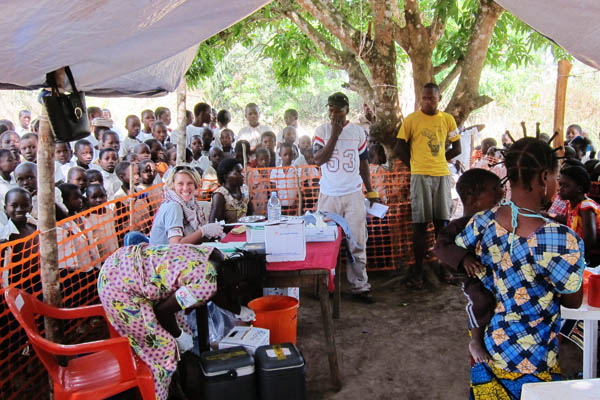 MSF measles vaccination in Dungu, DRC