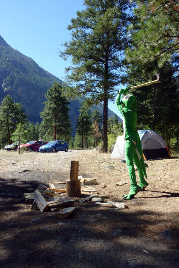 Gecko woodsplitting at Legendary Annual Summer Camping Trip v6