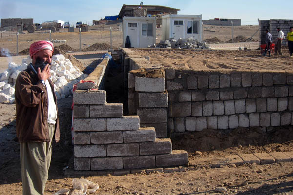 Foundation for the new health centre in Domiz Refugee Camp for Syrians, Iraq