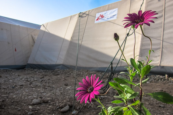 Tents helped MSF handle the overflow of patients at the new health centre in Domiz Refugee Camp