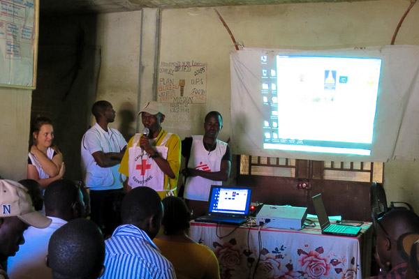 MSF presenting to Kissidougou Red Cross volunteers